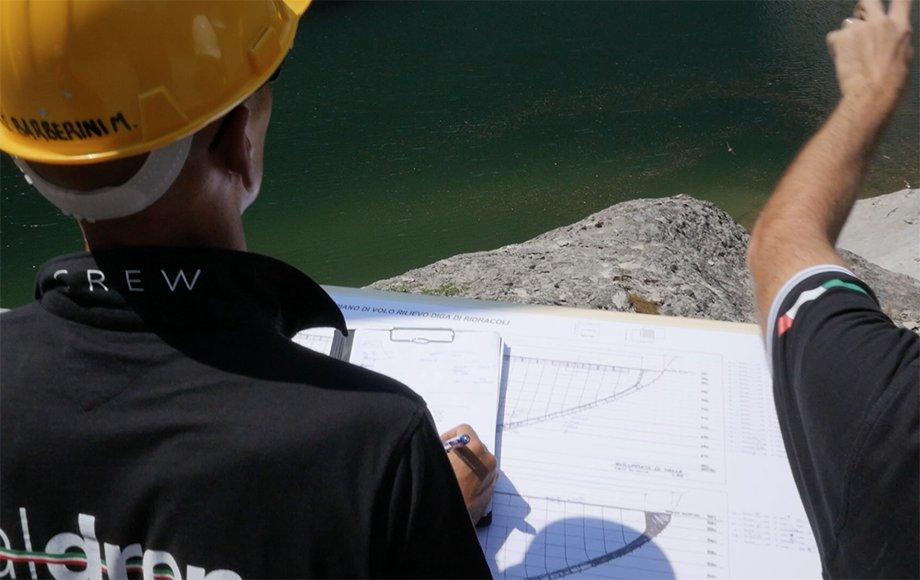 team di operatori specializzati per i rilievi con droni professionali